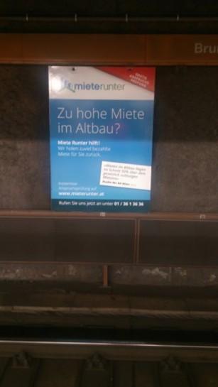 Werbung für Anwälte die einen bei der Mietsenkung helfen auch in der Ubahn. Herbst 2013.